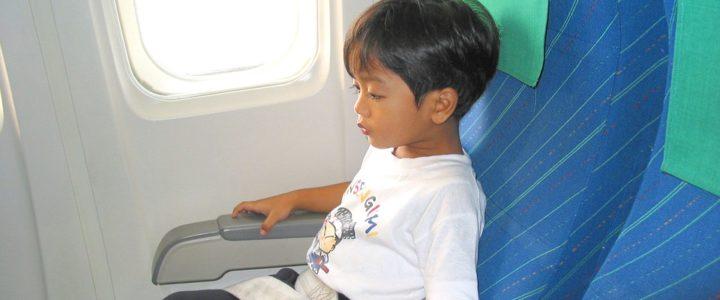 5 conseils pour prendre l'avion avec des enfants