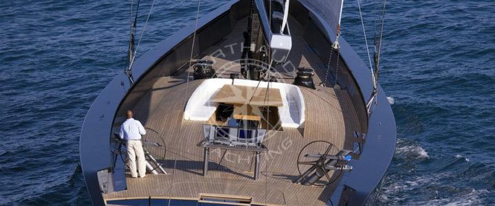 Location d'un voilier à Hyères pour découvrir la mer Méditerranée