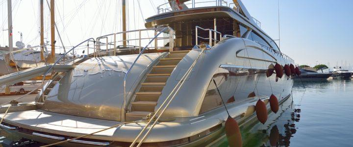 yacht à quai